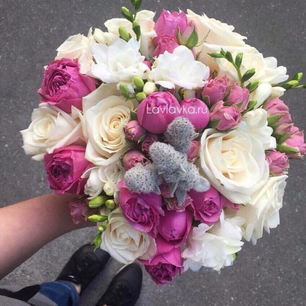 Букет невесты №33, белая роза, белая фрезия, бело-розовый букет невесты, букет невесты, кремовые розы, пионовидная кустовая роза, пионовидная роза, роза вендела, розовые розы, свадебный букет, стахис, фрезия,