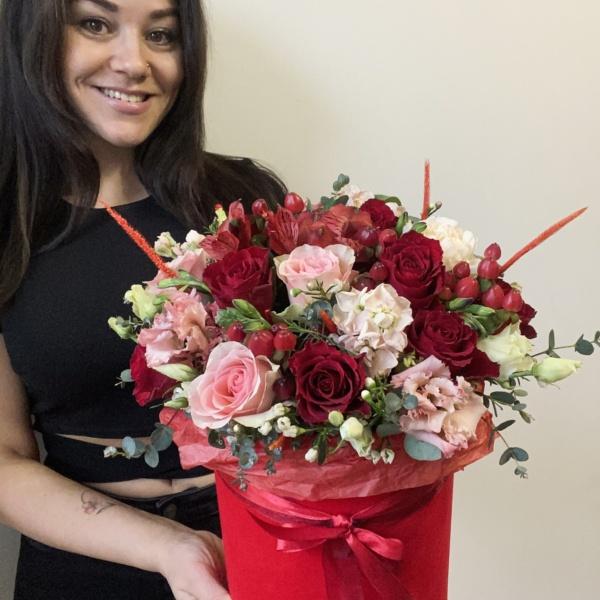 Букет в шляпной коробке №29, flowers box, Flowersbox, букет в коробке, букет в шляпной коробке, букет для любимой, букет из красных роз, красный букет, розы, розы в коробке, цветы в коробке, цветы в шляпной коробке, цветы в шляпной коробке спб,