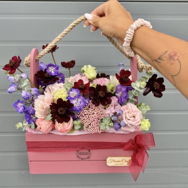 Композиция в ящике №14, букет в деревянном ящике, букет в ящике, букет с дельфиниумом, Космея, стильная композиция, стильный букет, стильный букет в корзине, стильный букет в коробке, стильный букет в ящике, цветочная композиция в ящике, цветы в деревянном ящике, цветы в ящике,