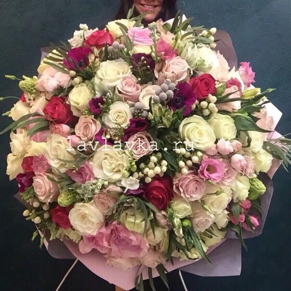 Букет №108, анемон, белая роза, большой букет, бруния, букет гигант, букет на 14 февраля, букет на 8 марта, букет с розами, ваксфлауэр, гиперикум, лизиантус, ранункулюс, роза, роза вендела, роза кремовая, фисташка, хамелациум, хиперикум, хиперикум розовый, цветы на 14 февраля, цветы на 8 марта,