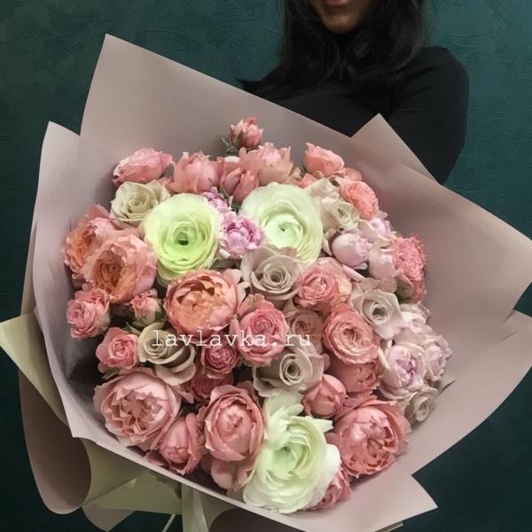 Букет №116, букет на 14 февраля, букет на 8 марта, букет с пионовидными розами, пионовидная роза, пионовидные розы, ранункулюс, ранункулюс клуни, роза,