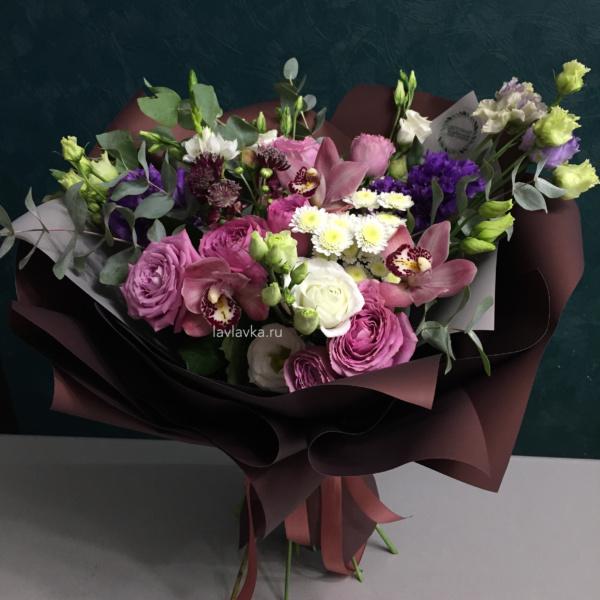 Букет №125, астранция рома, букет на 14 февраля, букет на 8 марта, лизиантус алиса блю, орхидея, орхидея цимбидиум, роза маритим, роза пионовидная, сталлион белый, фрезия, эвкалипт цинарея,