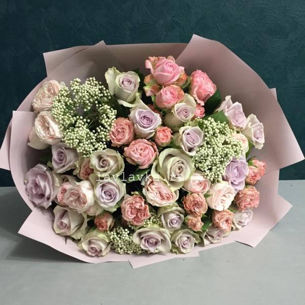 Букет №112, озотамнус белый, пудровый букет, роза мадам бомбастик, роза монинг дью, роза пионовидная, розовый букет,