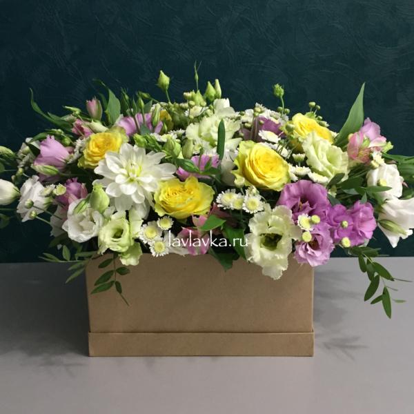 Цветочная композиция №17, белый лизиантус, георгина, дахлия, желтая роза, лизиантус, лизиантус алиса грин, роза пенни лайн, российская роза, сталлион белый, цветочная композиция, цветы в коробке,