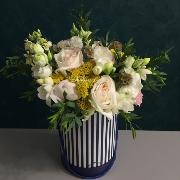 Букет в шляпной коробке №26, букет в коробке, букет в шляпной коробке, цветы в коробке,