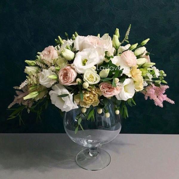 Президиумная композиция №3, президиумная композиция, пудровый букет, свадебная композиция, цветы в стекле, цветы на камин,