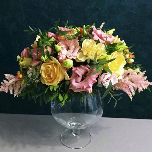 Президиумная композиция №1, букет в вазе, композиция из цветов, композиция на свадьбу, композиция на стол молодоженов, президиумная композиция, свадебная композиция, цветы в вазе, цветы в стеклянной вазе, цветы на камин, цветы на стеклянной вазе,