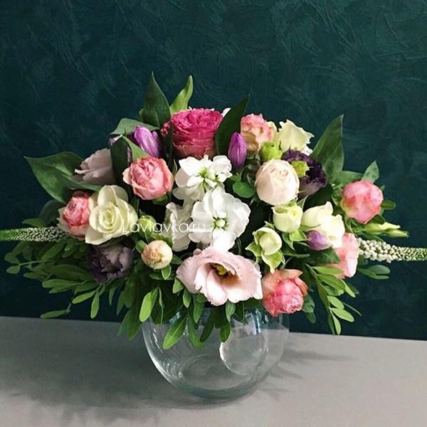 Президиумная композиция №4, композиция в стеклянной вазе, композиция на камин, композиция на свадьбу, президиумная композиция, цветочная композиция, цветы в вазе,