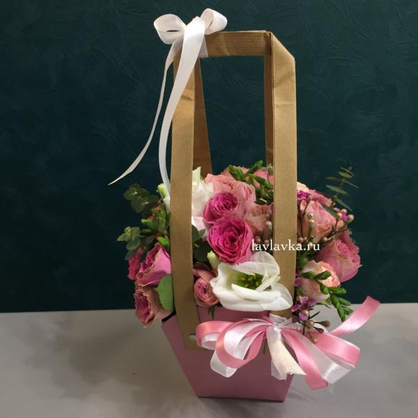 Цветочная композиция №18, белый лизиантус, композиция, композиция в сумочке, кустовая роза, персиковые розы, розы, цветочная композиция,