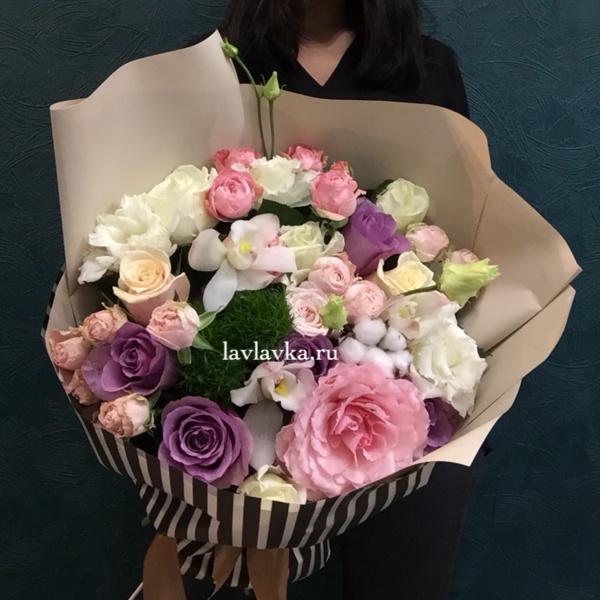 Букет №123, кустовая роза, лизианткс, орхидея, пионовидная роза, сборный букет, хлопок,