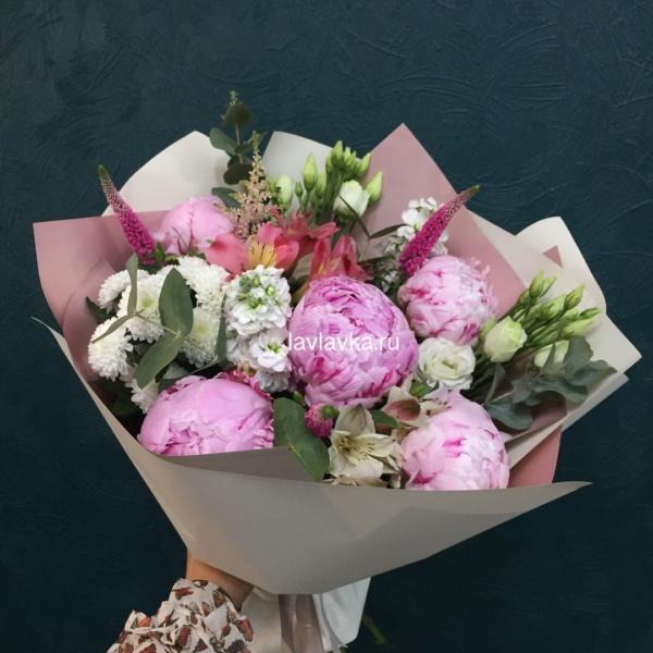 Букет №90, альстромерия, вероника розовая, лизиантус, пион, эвкалипт,