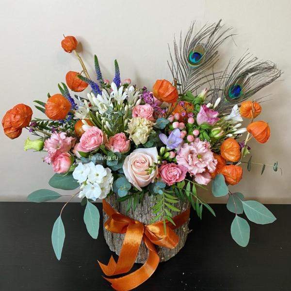 Цветочная композиция №10, астильба, брасика, вероника синяя, гентиана блау, композиция в коре дерева, кора дерева, мужской букет, осенняя композиция, роза сиреневая, стильная композиция, стильная цветочная композиция, стильный букет, стильный букет в корзине, физалис, хиперикум, целозия, эвкалипт, эрингиум зеленый,