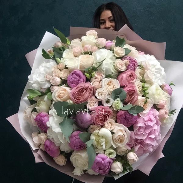 Букет №129, большие букеты в питере, букет в пастельной гамме, букет гигант, букеты гиганты спб, гортензия, дорогой букет, купить большой букет спб, купить букет гигант спб, кустовая пионовидная роза, кустовая роза, лизиантус, пастельный букет, пион, пион дюшес, роза бомбастик, роза пионовидная, фрезия, шикарный букет, эвкалипт,