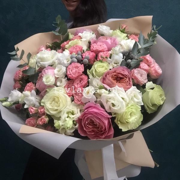 Букет №130, бруния сильвер, букет с пионовидными розами, кустовая пионовидная роза, кустовая роза, лизиантус алиса вайт, роза, роза мадам бомбастик, роза мондиаль, роза пионовидная, розовый букет, фрезия бел, эвкалипт,