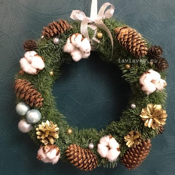 Новогодний венок №15, венок, венок из ели, венок с нобилисом, венок с шишками, еловый венок, зимний венок, новогоднее украшение, новогодний венок, рождественский венок, украшение на дверь,