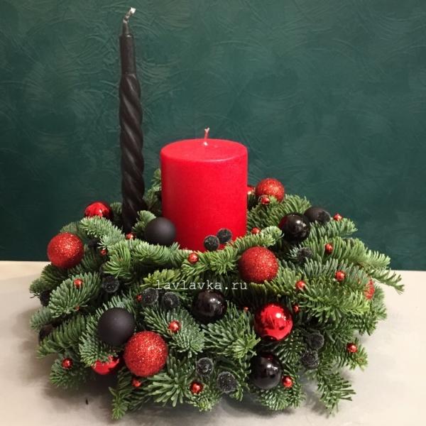 Новогодняя композиция №63, зимний букет, композиция на стол, красная свеча, красно черная композиция, новогодние свечи, новогодний подсвечник, новогодняя композиция, новогодняя композиция на стол, рождественская композиция, рождественский венок, свечи, черные свечи,