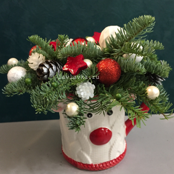 Новогодняя композиция №54, зимняя композиция, композиция с елью, новогодние подарки, новогодний декор, новогодний подарок, новогодняя композиция, новогодняя композиция в красно белом цвете, новогодняя композиция в чашке, новогодняя композиция с елью, цветочная композиция,
