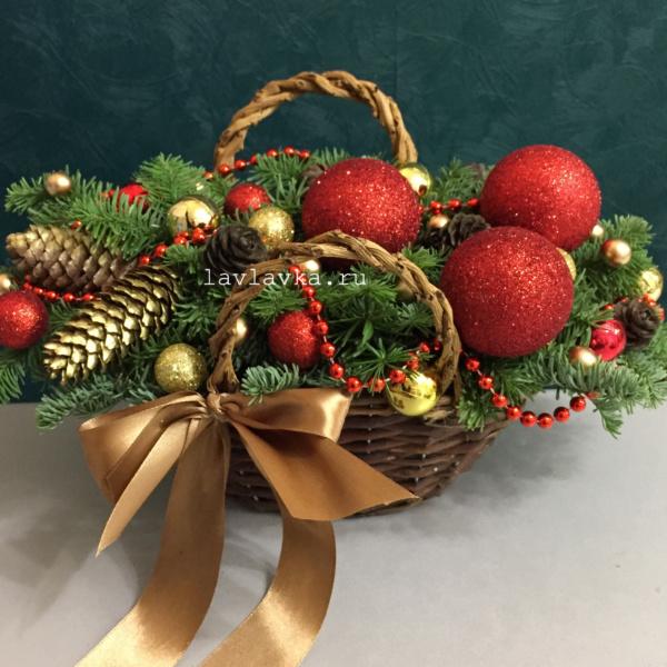 Новогодняя композиция №55, композиция в корзинке, новогоднее украшение, новогодние венки, новогодние корпоративные подарки, новогодний букет, новогодний подарок, новогодняя композиция, новогодняя композиция в красно золотых цветах, новогодняя композиция на стол,