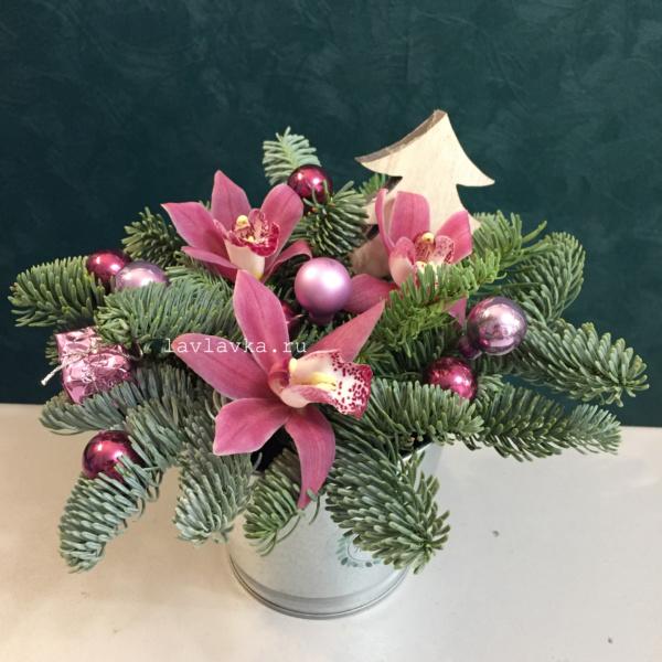 Новогодняя композиция №66, зимняя композиция, композиция с орхидеей, новогоднее украшение для дома, новогодний букет, новогодний декор, новогодний подарок, новогодняя композиция, орхидея цимбидиум, рождественская композиция, рождественский букет,