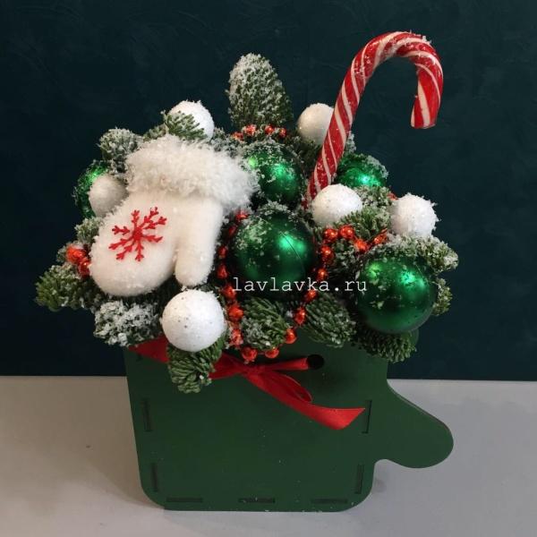 Новогодняя композиция №70, букет в коробке, зимняя композиция, корпоративные новогодние подарки, новогодние подарки, новогодний леденец, новогодний подарок, новогодняя композиция, новогодняя композиция в коробке, новогодняя композиция на стол, рождественская композиция, цветы в коробке, цветы в ящике,