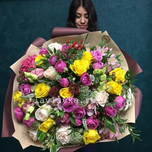 Букет №132, альстромерия, астранция, астранция рома, большой букет, букет гигант, букет с гортензией, букет с пионовидными розами, букет с розами, вероника, гортензия, желтые розы, красивый букет, лизиантус, пионовидная роза, скиммия, трахелиум, хиперикум, эвкалипт, яркий букет,