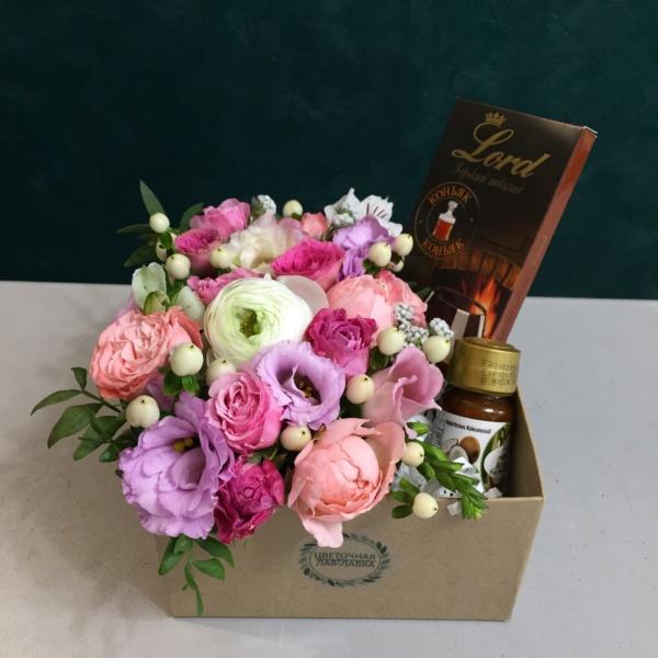 Сладкая композиция №18, вкусная композиция, вкусный букет, греческий шоколад, сладкая композиция, сладкий букет, сладкий подарок, цветочная композиция, цветы в коробке, цветы и сладости, шоколад с перцем, шоколад с перцем чили,