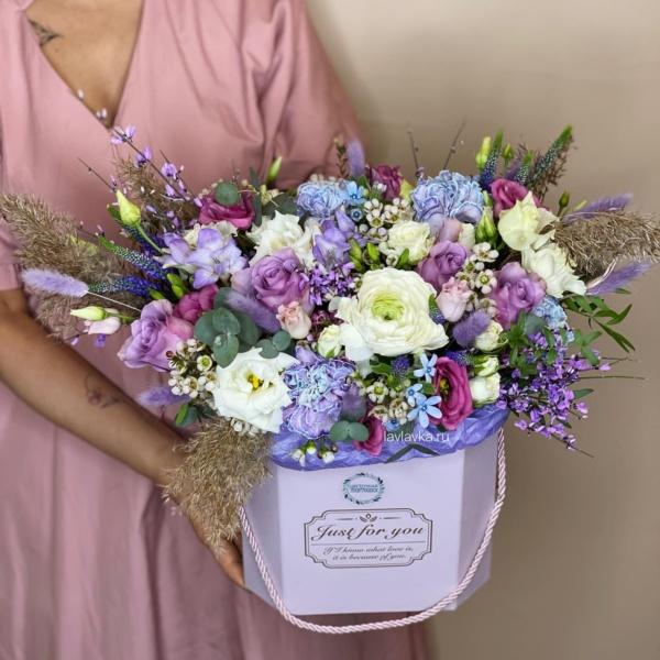 Букет в шляпной коробке №37, букет в коробке, букет в шляпной коробке, сиреневый букет, цветы в коробке, цветы в шляпной коробке,