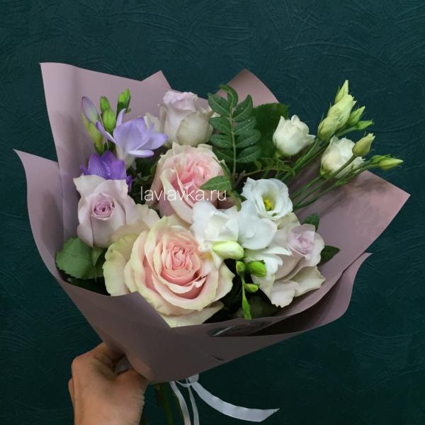 Букет №138, 1 сентября, белый лизиантус, букет, букет для, букет на 1 сентября, пастельный букет, роза пинк мондиаль, роза сиреневая, сиреневый букет, фисташка, фрезия, цветы для учителя, цветы на 1 сентября,