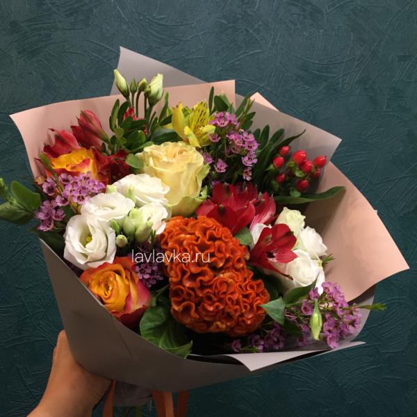 Букет №139, альстрамерия, альстромерия, белый лизиантус, ваксфлауэр, оранжевая роза, роза мини, хамелациум, хиперикум красный, целозия, эустома, эустома розита вайт,