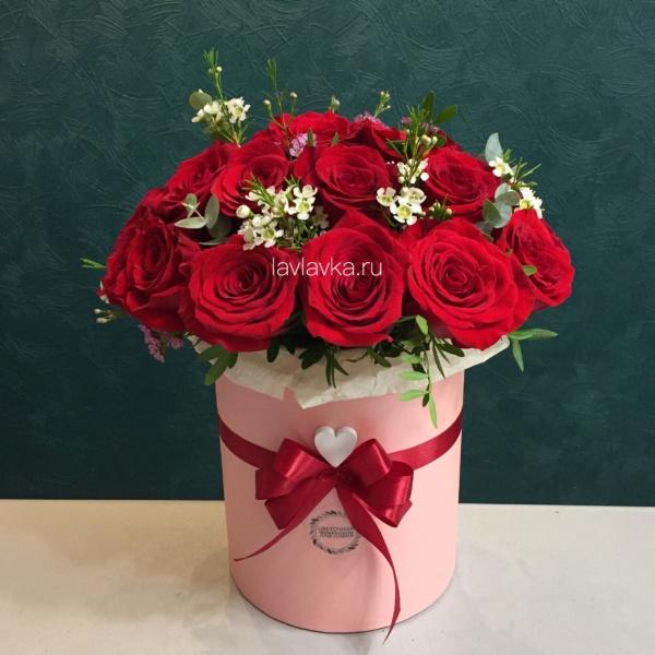 Букет в шляпной коробке №38, букет в коробке, букет в шляпной коробке, коробка из роз, красные розы, цветы в коро,