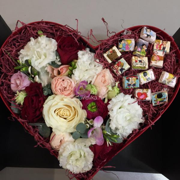 Сладкая композиция №21, букет в коробке, композиция сердце, цветочная композиция, цветочная композиция в коробке, цветы в коробке,