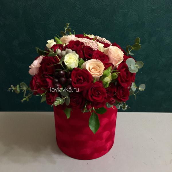 Букет в шляпной коробке №23, авторский букет, букет в коробке, букет в шляпной коробке, винный букет, красный букет, стильный букет, стильный букет в коробке, цветы в коробке, цветы в шляпной коробке, ягодный букет,