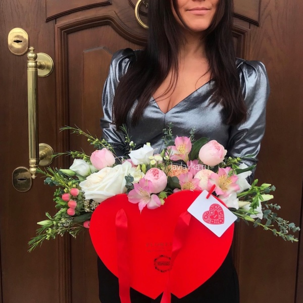 Цветочная композиция №26, альстромерия, букет на 14 февраля, композиция сердце, нежная композиция, пионовидные розы, роза вайт о хара, роза менсфилд парк, цветочная композиция, цветочное сердце, цветы на 14 февраля,