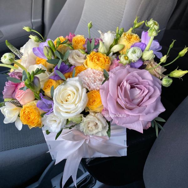 Композиция в ящике №26, букет в ящике, желтые розы, пионовидные розы, цветы в ящике, яркий букет,