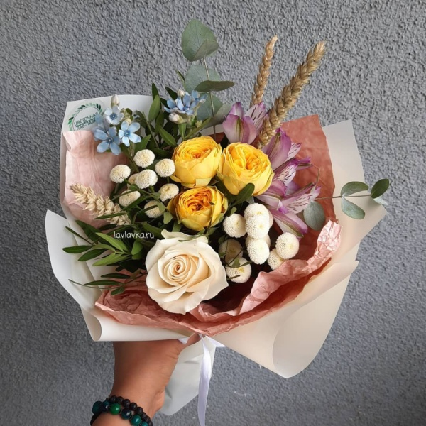 Букет 155, альстромерия, букет для учителя, букет с пионовидной розой, букет учителю, матрикария бая, Мини букет, роза, твидия, тритикум,