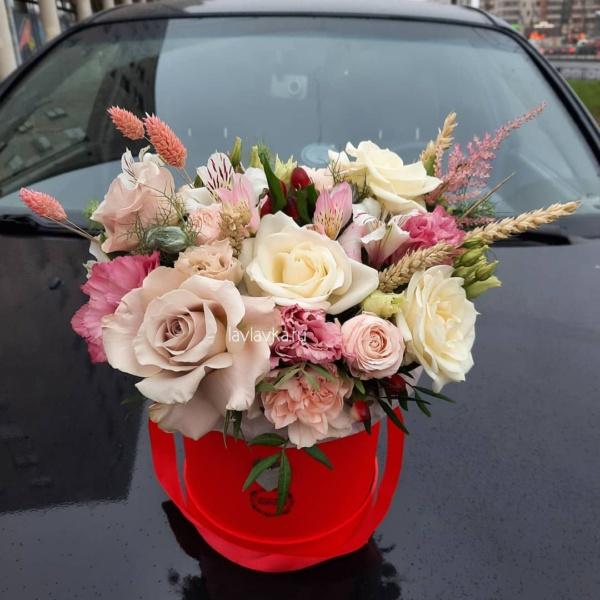 Букет в шляпной коробке №43, букет в коробке, букет в шляпной коробке, цветы в коробке, цветы в шляпной коробке, цветы в шляпной коробке спб,