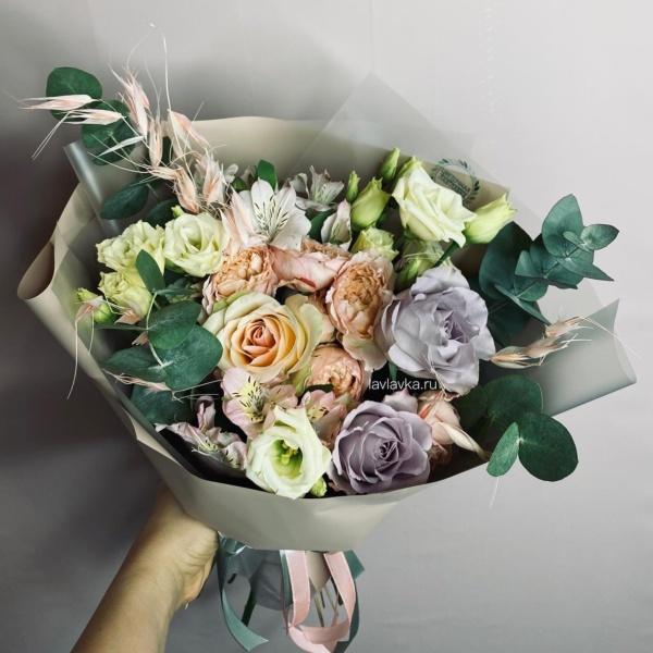 Букет №13, альстромерия, лизиантус, роза джульетта, роза сиренева, роза сиреневая, сухоцветы, эвкалипт,