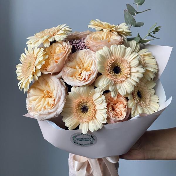 Букет №65, букет из гербер, кремовый букет, монобукет, Персиковый букет, пионовидная кустовая роза,