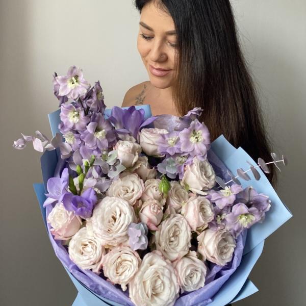 Букет №51, авторский букет, букет с дельфиниумом, букет с пионовидными розами, Голубой букет, дельфиниум, лавандовый букет, нежный букет, пионовидные розы, стильный букет,