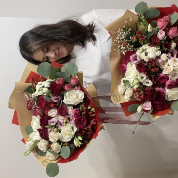 Букет №79, букет на 8 марта, красный букет, цветы на 8 марта, ягодный букет,