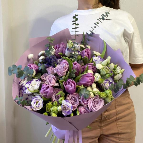 Букет №77, букет из роз, букет с лизиантусами, букет с розами, букет с тюльпанами, вероника, лизиантус, лизиантус бело сиреневый, матрикария бая, сиреневые розы, сиреневый букет, сиреневый тюльпан, Фиолетовый букет,