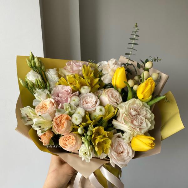Букет №69, альстромерия, букет с тюльпанами, весенний букет, Желтый букет, Персиковый букет, фрезия, яркий букет,