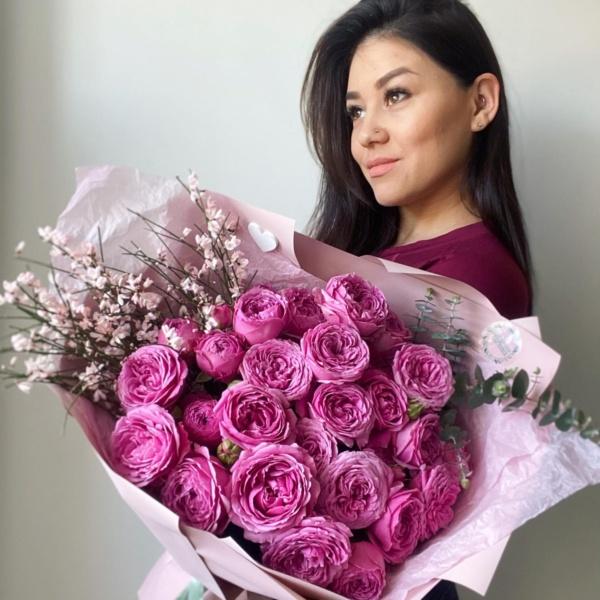Букет №70, букет для любимой, Букет из пионовидных роз, букет из роз, букет с пионовидной розой, кустовые розы, малиновые розы, монобукет, пионовидные розы, роза мисти бабблс, цветы на день рождения,