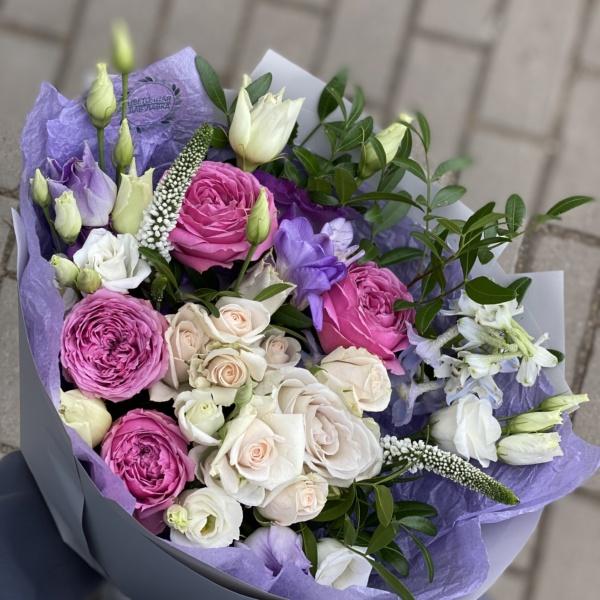 Букет №73, букет с дельфиниумом, букет с пионовидными розами, вероника цветок, дельфиниум, кустовые розы, лизиантус, нежный букет, пионовидные розы, роза мисти бабблс, розы, фрезия,