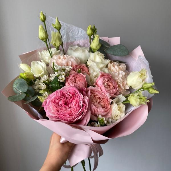 Букет №82, авторский букет, букет на 8 марта, букет с пионовидными розами, красивый букет, нежный букет, пионовидные розы, стильный букет,