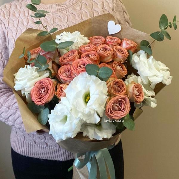 Букет №56, букет капучино, кустовые розы, лизиантус,