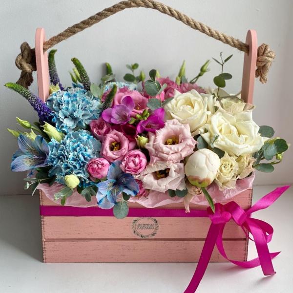 Композиция в ящике №20, букет в ящике, стильная композиция, стильный букет, стильный букет в коробке, стильный букет в ящике, цветочная композиция, цветы в корзине, цветы в коробке, цветы в ящике,